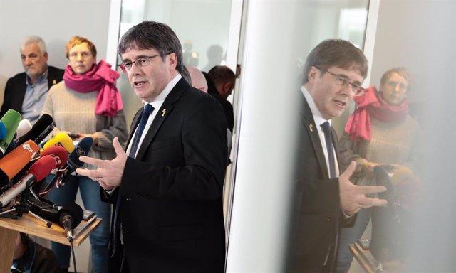 Carles Puigdemont en una conferència a la premsa a Berlín