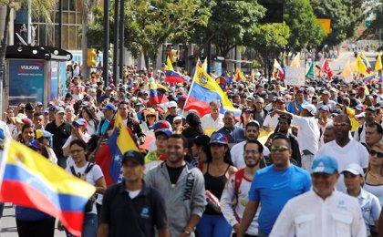 Oposición y Gobierno se miden de nuevo en las calles en medio de la creciente presión sobre Maduro