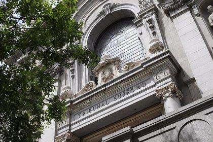 Una simpatitzant de Vox carrega contra els acusats davant de la dona de Junqueras