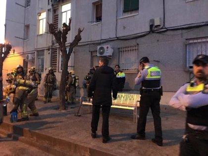 Un incendi al barri de Sant Joan de Figueres deixa tres ferits de gravetat menor i obliga a desallotjar diversos veïns