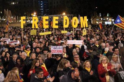"""Les entitats criden a """"aturar el país"""", a secundar la vaga del 21-F i a la mobilització """"massiva i sostinguda"""""""