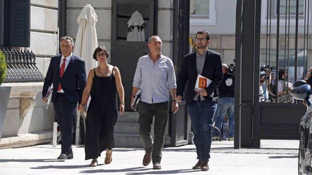 Enric Bataller, Marta Sorlí, Joan Baldoví e Ignasi Candela, en el Congreso