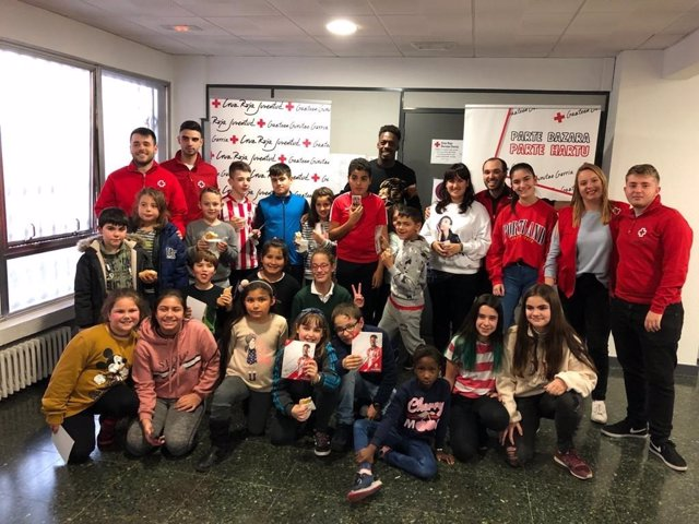 Iñaki Williams visita Cruz Roja