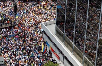 """HRW ve """"una oportunidad"""" para """"restablecer la democracia y los DDHH en Venezuela"""""""