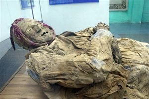 Qué misterios encierra la Momia de Guano, el fraile emparedado en una iglesia de Ecuador