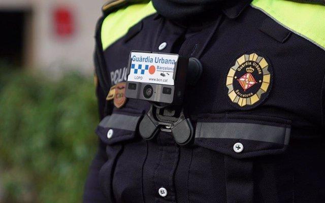 La oposición critica que Colau prevea aprobar por decreto eliminar la USP de la Guardia Urbana