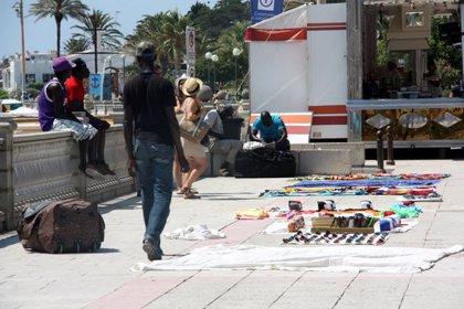 Pimec constituirà una taula transversal per combatre el top manta a la costa catalana