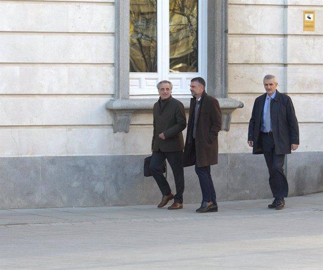L'exconseller Santi Vila i el seu advocat Pau Molins en el segon dia del judici