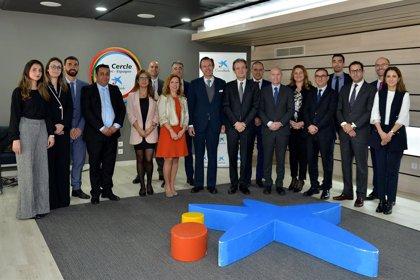 La sucursal de Caixabank a Casablanca fa 10 anys i rep la visita de Jordi Gual