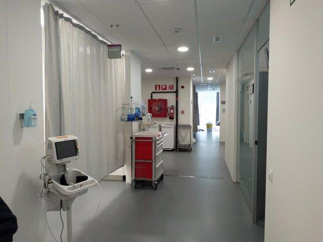 Passadís amb boxs al centre d'urgències d'atenció primària (CUAP) Gràcia de Barc