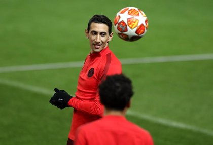 La UEFA investiga el lanzamiento de una botella a Di María en Old Trafford