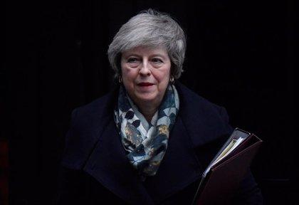 Al menos 40 exdiplomáticos piden a May que retrase el Brexit
