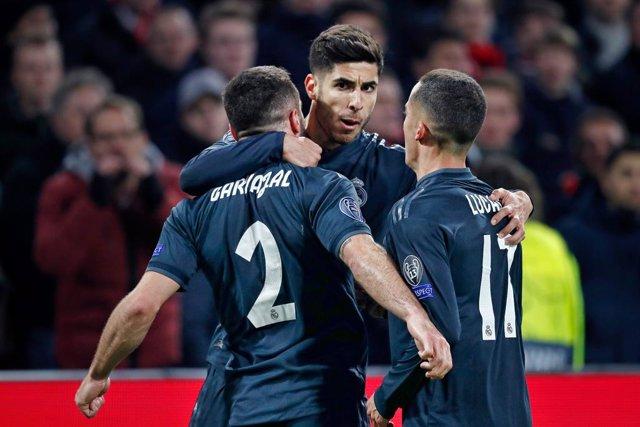 Jugadors del Reial Madrid celebrant un gol
