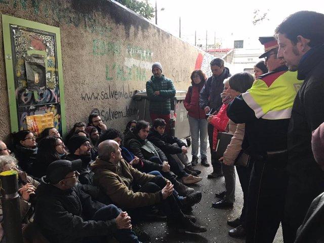 Desallotgen els veïns que custodiaven les cases del carrer Encarnació