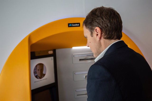 CaixaBank utilitzar el reconeixement facial per treure diners en els caixers de
