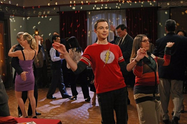 Sheldon y Amy bailan en The Big Bang Theory