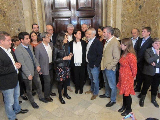 I.Arrimadas i els diputats de Cs davant la sala de la comissió