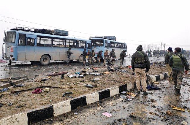 36 Los Policías Muertos En Un Atentado Con Coche Bomba En La Cachemira India