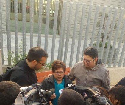 Liberan a la mujer que iba a ser deportada a Bolivia tras 17 años en la ciudad española de Valencia