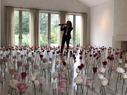 Kenny G, el regalo de Kanye West para Kim Kardashian por San Valentín y el cachondeo en las redes sociales