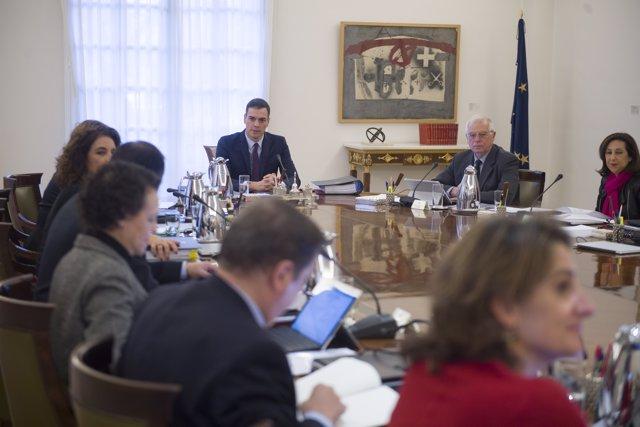 Comienza la reunión extraordinaria del Consejo de Ministros