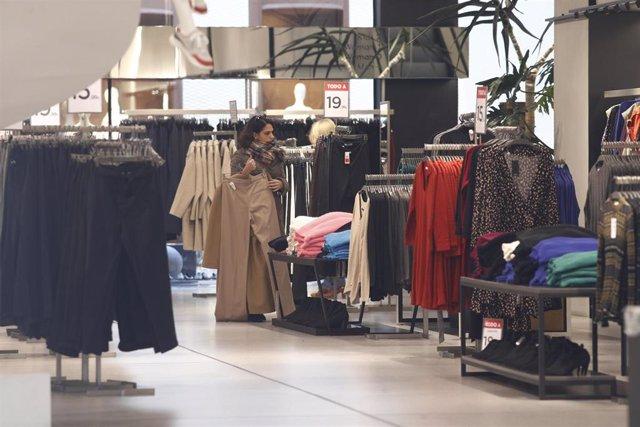 Los precios  en vestido y calzado han bajado un 14,5%