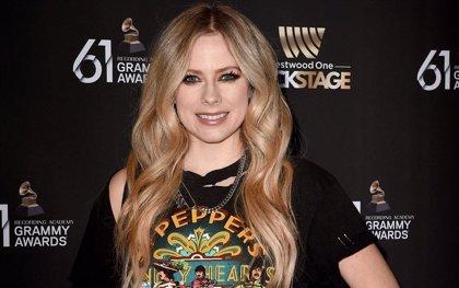 Escucha completo Head above water, el liberador álbum de regreso de Avril Lavinge tras seis años de lucha personal