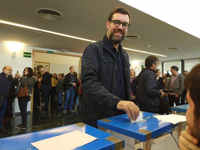 Noguera, votant en les primàries de MÉS per Palma