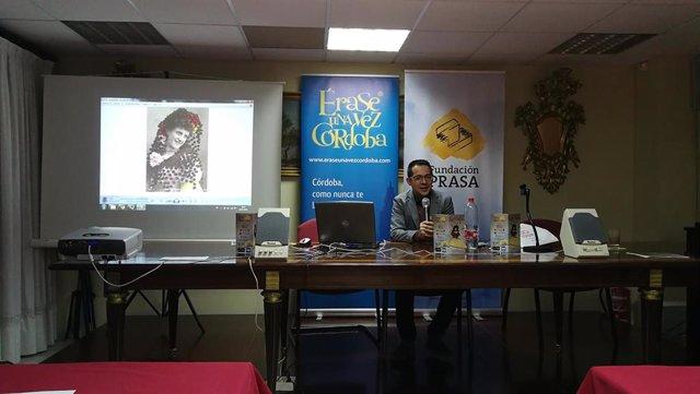 Alberto Cerezuela en un momento de su conferencia