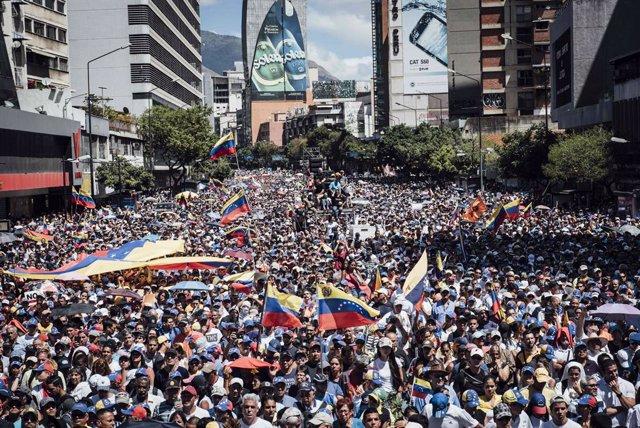 """España responderá con """"un mínimo de 2 millones de euros"""" este año a la crisis venezolana"""