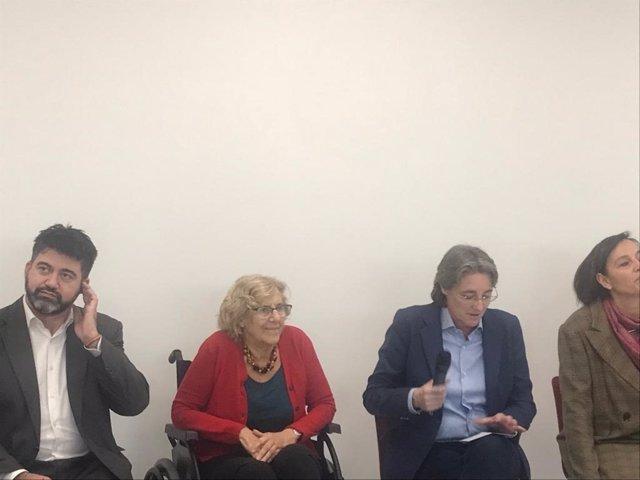 La alcaldesa de Madrid, Manuela Carmena, visita una residencia de mayores de Lat