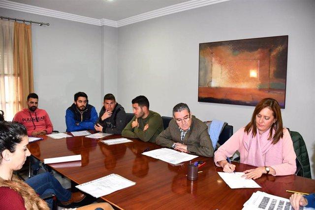 La alcaldesa de Osuna, Rosario Andújar, en el acto de firma de las parcelas