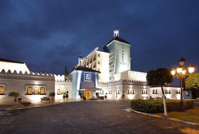 Fachada del Hotel Abades Benacazón en el aljarafe sevillano