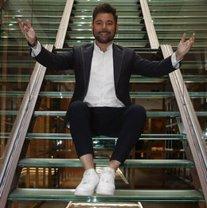 Miguel Poveda presenta 'El temps passa volant' per celebrar els seus 30 anys en