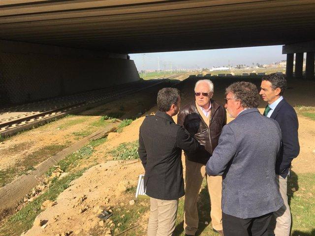 Visita de Jaime Raynaud a las obras del tranvía de Alcalá de Guadaíra