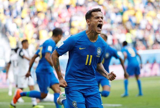Philippe Coutinho celebra su gol con Brasil en el Mundial