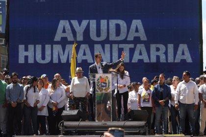 """Guaidó anuncia que el Ejército venezolano dispone de """"ocho días"""" para permitir el ingreso de ayuda humanitaria"""