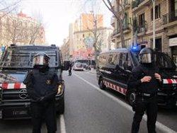 Dos mossos antidisturbis ferits en esclatar dos pots de fum accidentalment (EUROPA PRESS - Archivo)