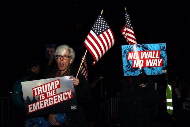 Protest against Trump\'s declaration of a national emergency
