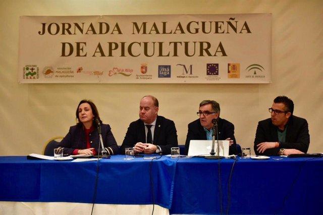 La viceconsejera Ana María Corredera en la XXI Jornada Malagueña de Apicultura