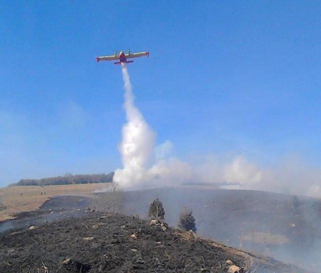 Hidroavión del MAPA en el incendio de Silió