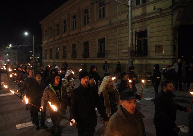 Desfile con antorchas de la ultraderecha pronazi búlgara en Sofía