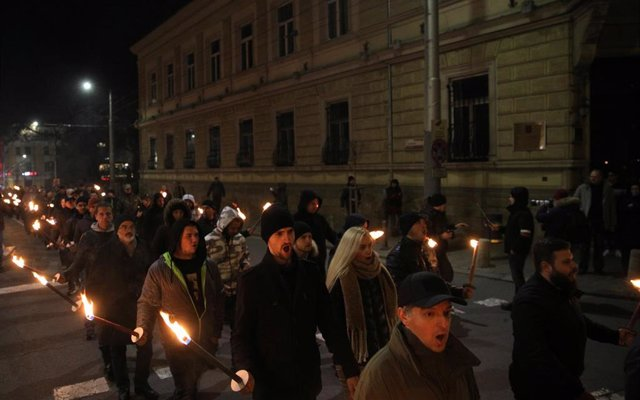 La ultraderecha búlgara marcha con antorchas por Sofía