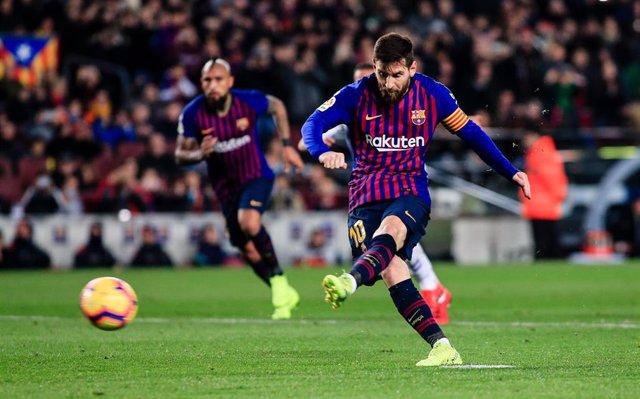 Triunfo por inercia de un Barça sin adornos