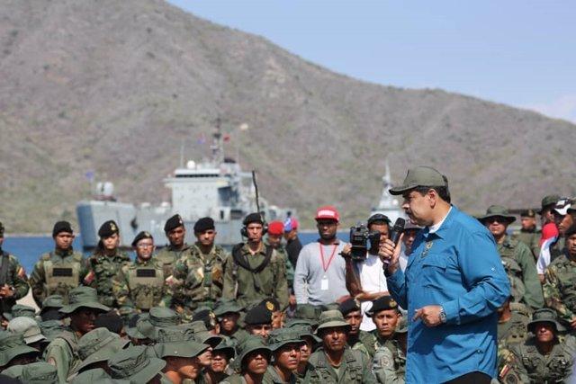 El presidente de Venezuela, Nicolás Maduro, con militares