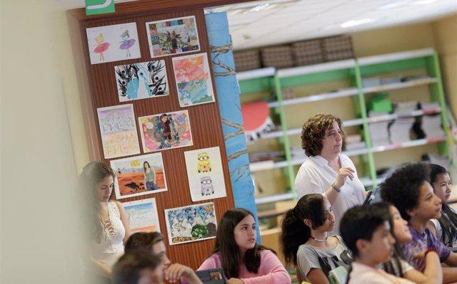 El Congreso aprueba la ley que limita a 23 las horas lectivas semanales de los profesores españoles