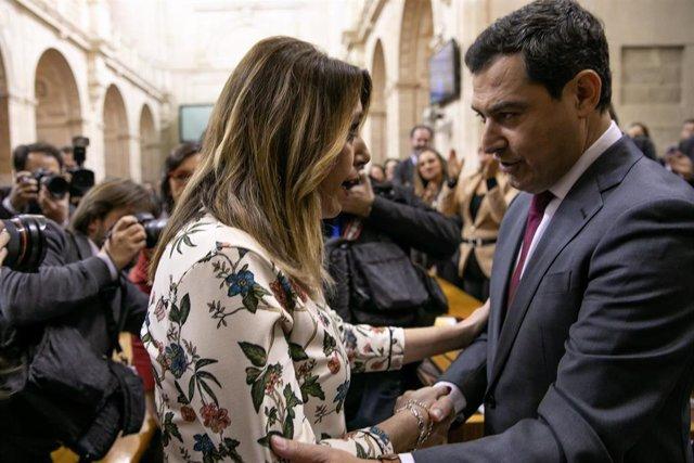 Susana Díaz saluda a Juanma Moreno tras ser investido presidente de la Junta