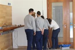 Alumnos en un taller de empleo