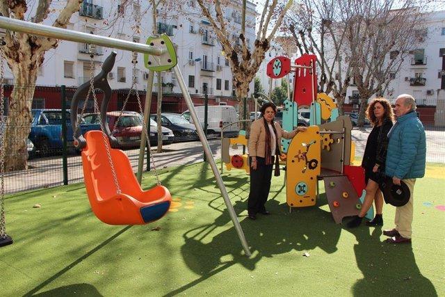 Parque infantil en la plaza Cerámicas Mensaque