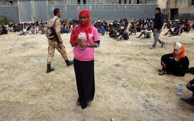 Una migrante detenida en Libia